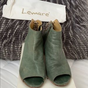 Green opened toe booties with detail on back. Sz38